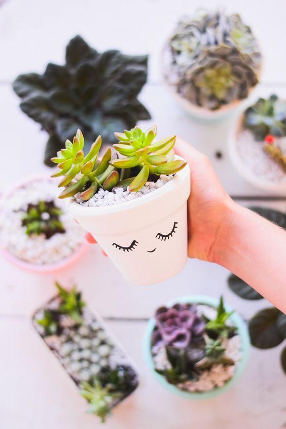 DIY dessiner un visage simple sur un vase