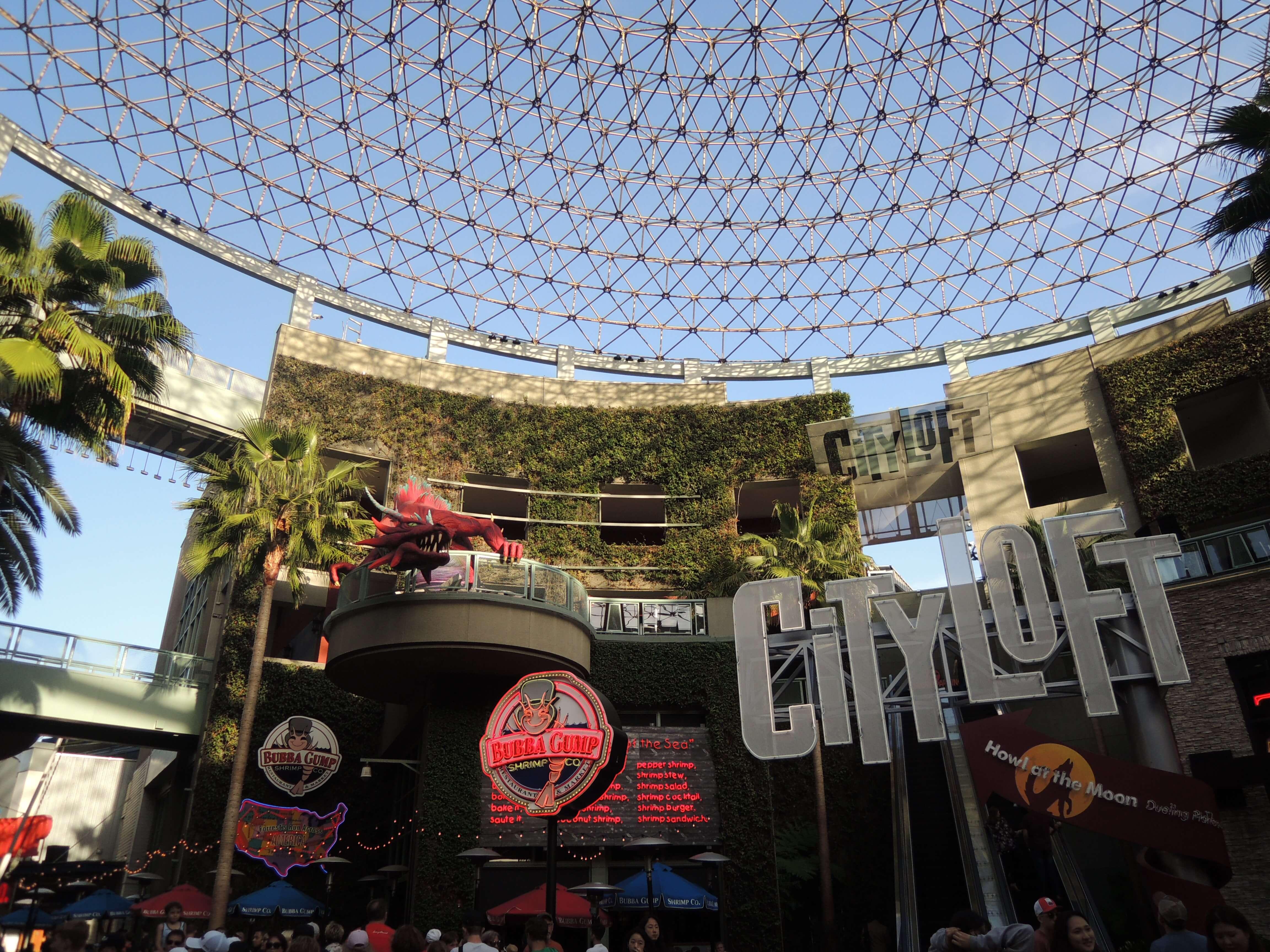 ⭐️ #CityWalk à Universal Studios d'Hollywood ! Sur Goodie Mood, le blog Feel Good d'une française expatriée à Los Angeles. #universalstudios #hollywood #californie #expat #LosAngeles #Attraction #Parc