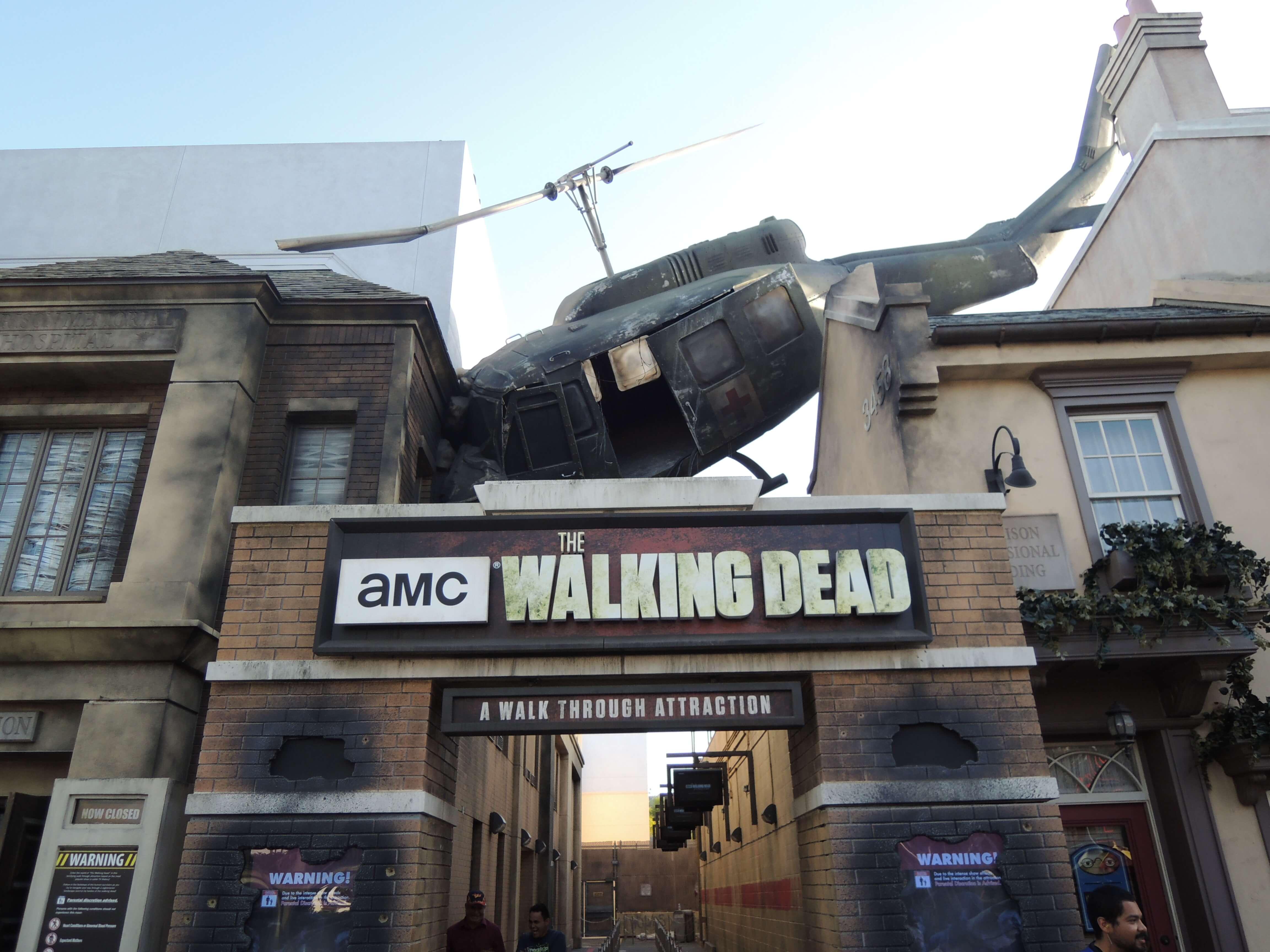 🚁 #WalkingDead à Universal Studios d'Hollywood ! Sur Goodie Mood, le blog Feel Good d'une française expatriée à Los Angeles. #universalstudios #hollywood #californie #expat #LosAngeles #Attraction #Parc #HarryPotter