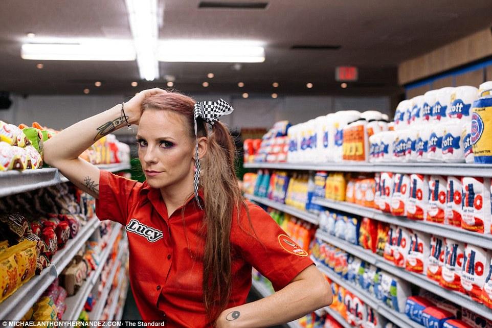 L'artiste britannique Lucy Sparrow par Michael Anthony Hernandez #sparrowmart #supermarket