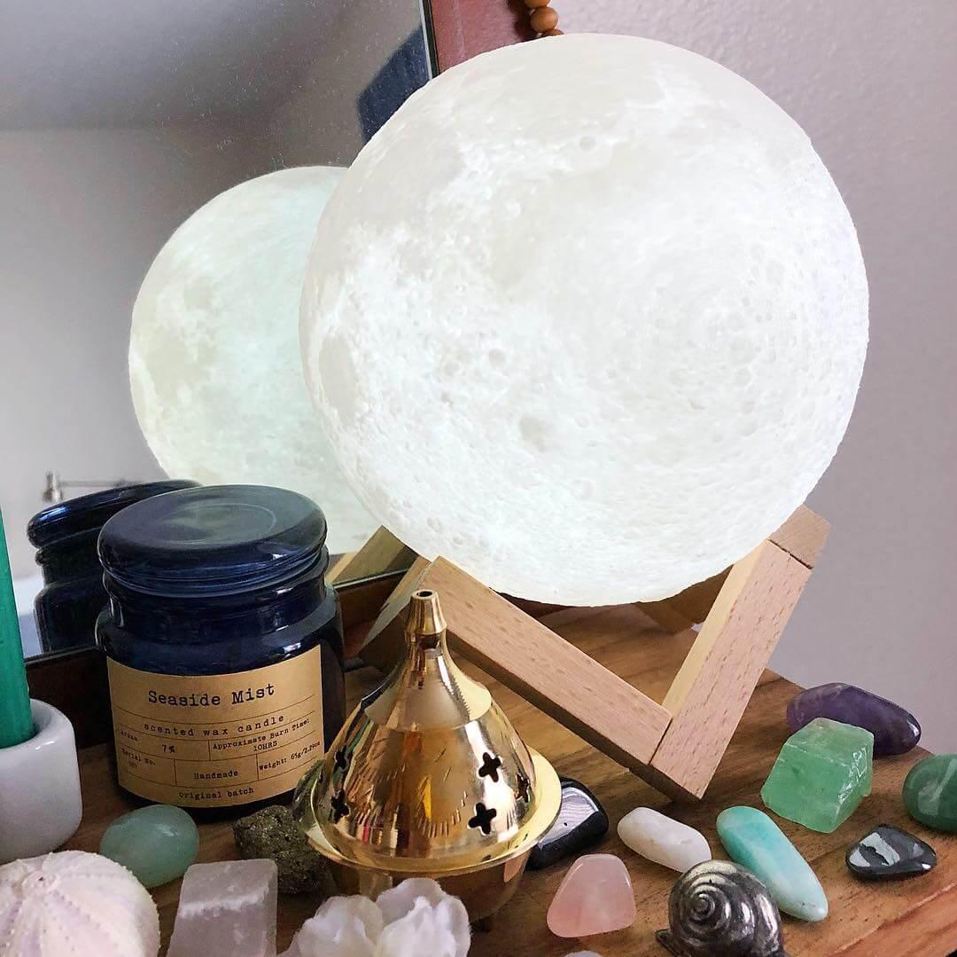 Lampe Lune 3D féerique : La Boutique Namasté t'offre cette lampe lune 3D ⭐️ #laboutiquenamaste #lampe #lune #3d #magie #concours #cadeau #boutique #bijoux #pierres #objets zen #zen #spiritualite #bonheur