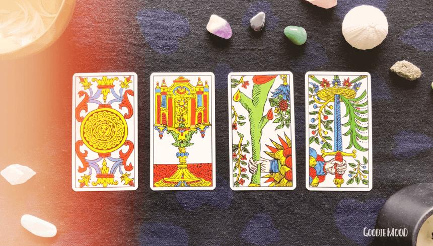 ♣️ Les arcanes mineures : Une introduction au Tarot de Marseille : ⭐️ Apprends à tirer les cartes avec Yes We Cards ⭐️ Sur Goodie Mood, le blog feel good et créativité ! #tarot #cartomancie #signification #cartes #voyance #medium #esoterisme #mystique #tirage #bien-être #intuition #inspiration #exposé #TarotDeMarseille #croissancePersonnelle #developpementPersonnelle