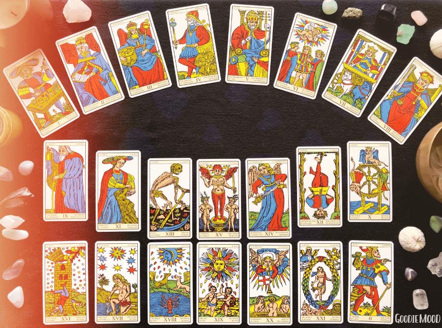 ♣️ Les arcanes majeurs : Une introduction au Tarot de Marseille : ⭐️ Apprends à tirer les cartes avec Yes We Cards ⭐️ Sur Goodie Mood, le blog feel good et créativité ! #tarot #cartomancie #signification #cartes #voyance #medium #esoterisme #mystique #tirage #bien-être #intuition #inspiration #exposé #TarotDeMarseille #croissancePersonnelle #developpementPersonnelle