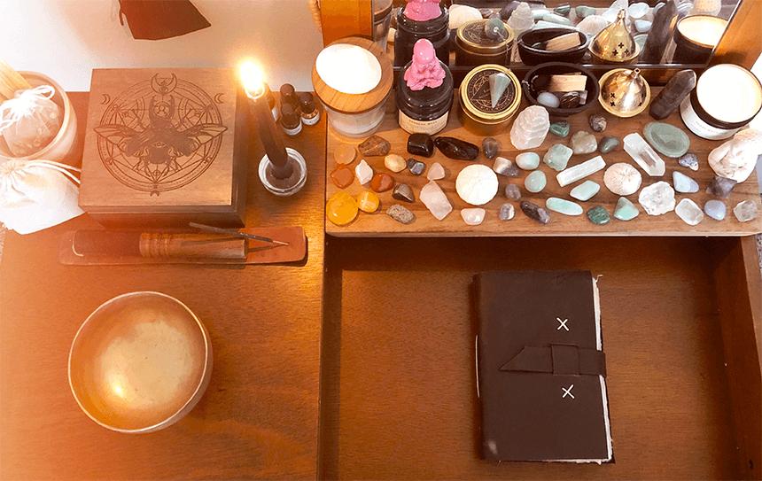 Ma collection d epierres et minéraux, mon grimoire, mon autel